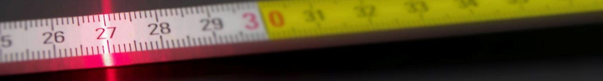 Spiegel verziert mit Dübeln bzw. Stöpseln - Online-Verkauf maßgeschneiderte Spiegel