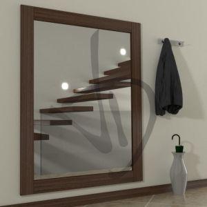 Spiegel eingerahmt