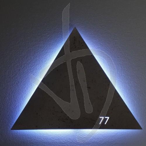 dekorative-spiegel-mit-antikem-spiegel-mit-eingravierten-logo-und-beleuchtet-mit-led-hintergrundbeleuchtung-h-9-cm-max-logo