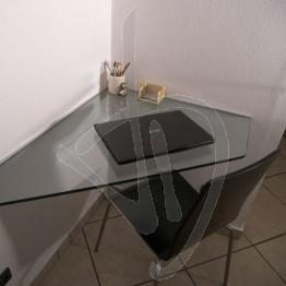 winkel-schreibtisch-in-transparentem-glas-suspendiert-massgeschneiderte